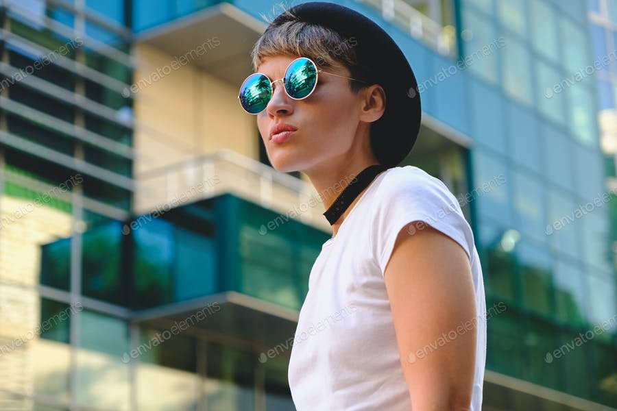 Portrait fashionable woman wearing sunglasses